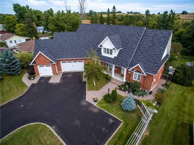 Luxuriously Large Bungaloft On A Beautifully Landscaped Property Backing On To Conservation Area