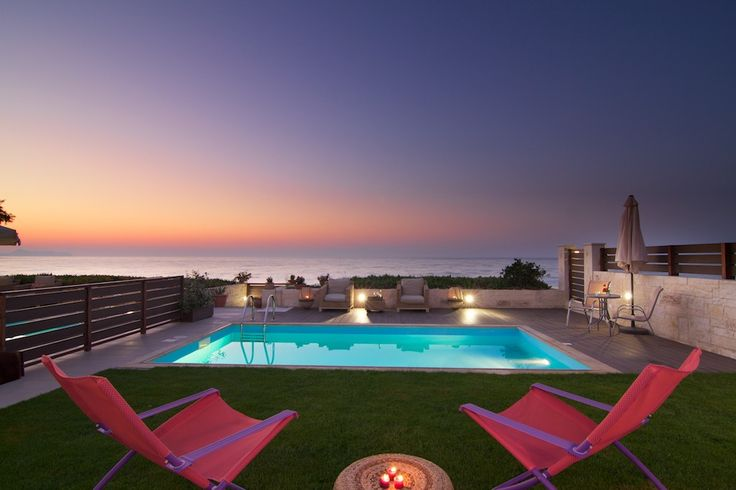 Are you #dreaming about watching such #amazing #sunsets every evening on your #summer #holiday? #Iris & #Espera #Luxury #Residences in #Rethymno is the ideal place to #enjoy them while #relaxing on the #wonderful #garden in front of the #beach!