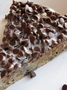 White Chocolate Oreo Brownie Pie with Chocolate Chip Topping !