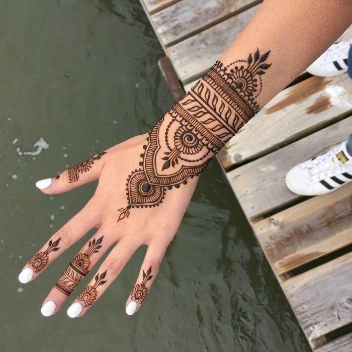 1001 + idées pour un tatouage henné ultra impressionnant | Modele henné main, Modèles de henné ...