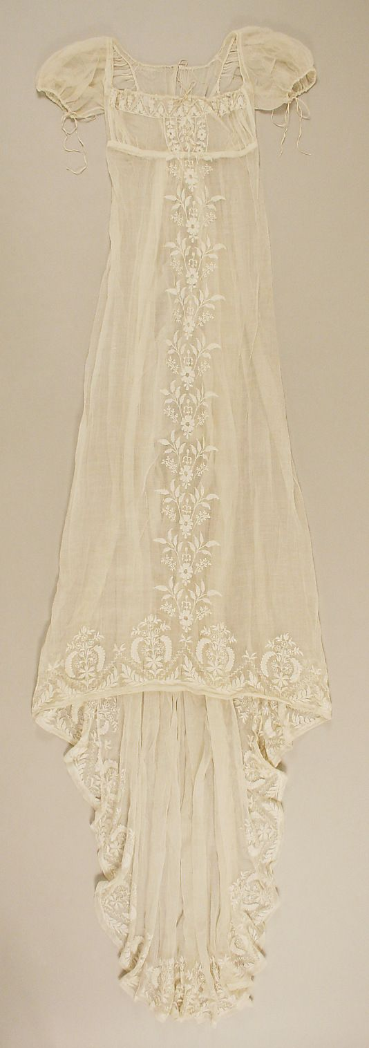 Metropolitan Museum: French cotton dress c. 1804