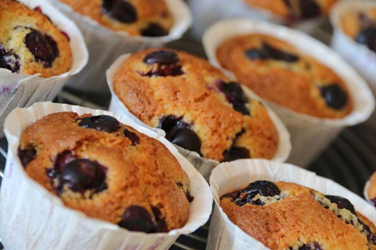 C'est une recette de Nigella Lawson que je vous propose aujourd'hui.. je vous avais déjà proposé une recette de muffins aux myrtilles (recette ICI)…
