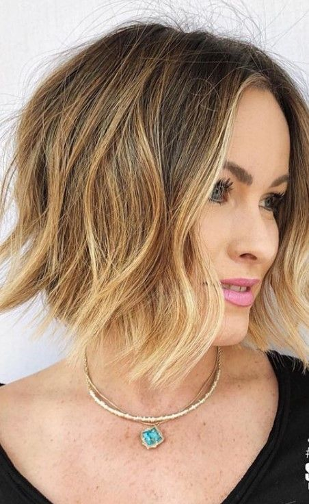 Haarführer für Frauen: Mittlere Schicht Bob Haircut 2019