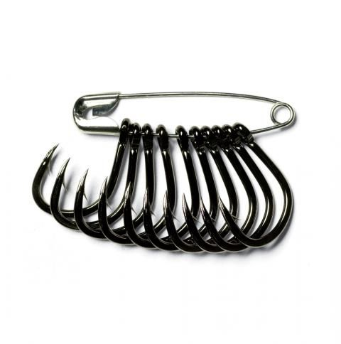 Organize and Separate Fishing Hooks With Safety Pins.  Great for pocket tacklebox!