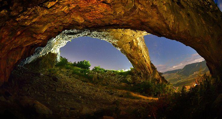 Romania este o tara faimoasa pentru panoramele sale fabuloase, cu muntii maiestosi, paduri bogate si monumente naturale de o frumusete rara.