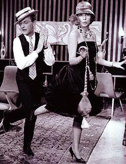 Το κοροϊδάκι της δεσποινίδος (1960) σκηνοθεσία και σενάριο Γιάννη Δαλιανίδη. Πρωταγωνιστούν οι Τζένη Καρέζη, Ντίνος Ηλιόπουλος και Διονύσης Παπαγιαννόπουλος.