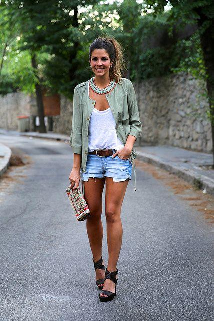 trendy_taste-look-outfit-street_style-blog-blogger-fashion_spain-moda_españa-khaki_parka-chaqueta_caqui-denim_shorts-shorts_vaqueros-basic_t...