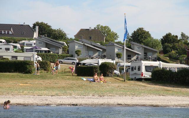 Luksuscamping ved havet -det er Bøjden camping med luksus hytter og flot udsikt