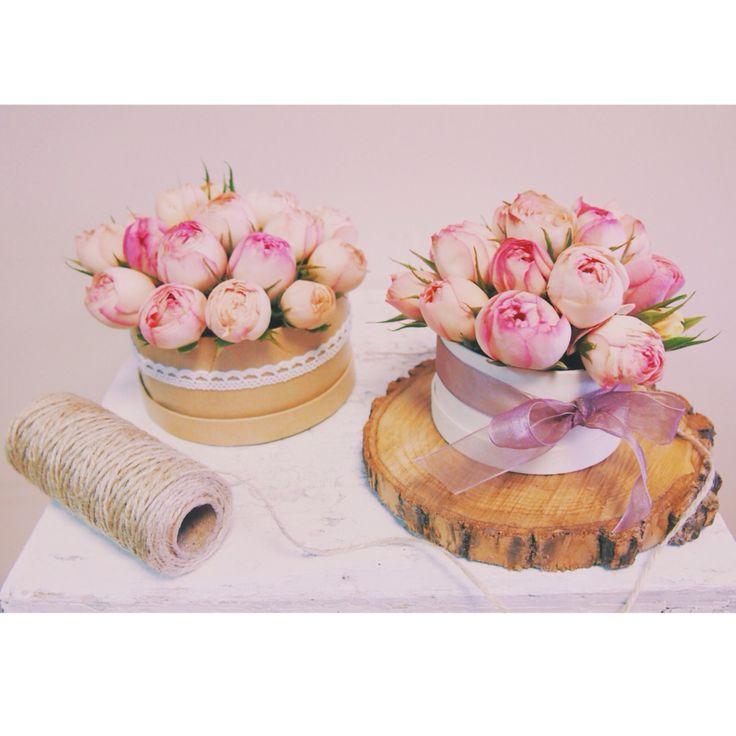 Розы в подарочной коробке с бантиком от букетной мастерской FLOWERS LAB