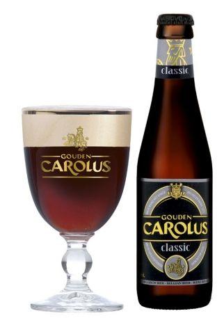 """Gouden Carolus Classic - Ganador de los Premios 2012 de la cerveza de la Humanidad en la categoría de """"mejor cerveza del mundo oscuro"""" también ganó en 2010, 2009 y 2007 -. Gouden Carolus es una de las cervezas más fuertes y más excitantes del mundo. Después de una larga maduración y acondicionamiento, se embotella sin filtrar, dando una cerveza, que es rico en vitaminas y 100% natural. Gouden Carolus tiene almacenamiento ilimitado (incluso mejora con la edad)"""