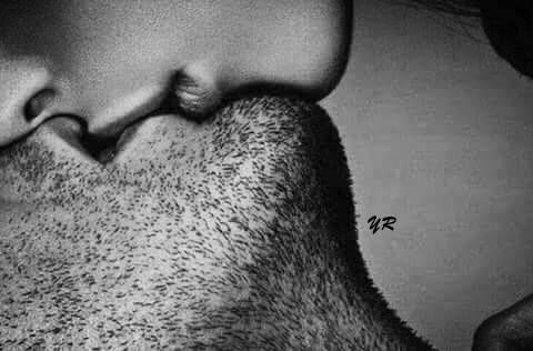 Îmi căută gura şi când mi-o găsi mi-o prinse întreagă între buzele ei cărnoase. Simţii, cu spaimă, că-mi bea inima.  Zaharia Stancu