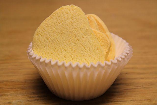260 gr farina di riso 60 gr zucchero  90 gr di burro salato 1 uovo intero pizzico di sale scorza di 1 arancia + 1 limone