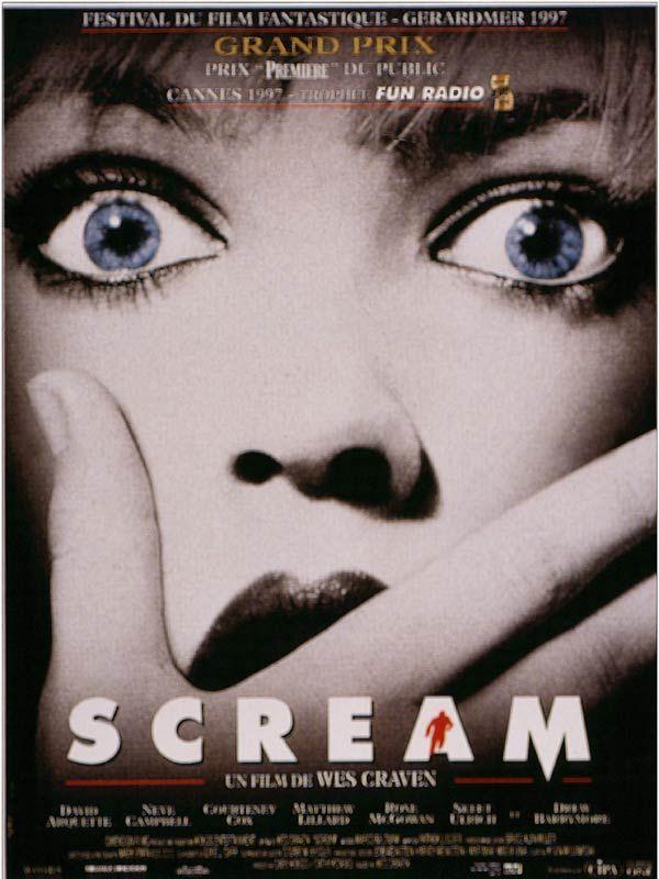 Scream est un film de Wes Craven avec Drew Barrymore, Neve Campbell. Synopsis : Casey Becker, une belle adolescente, est seule dans la maison familiale. Elle s'apprête à regarder un film d'horreur, mais le téléphone sonne. Au bout