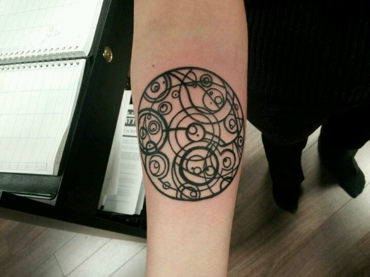 32 best doctor who stuff images on pinterest doctor who for Circular symbols tattoos