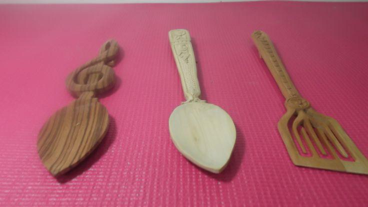 coleccion de cucharas y paletas cocina- talladas a mano en varidad de madewra exoticas.