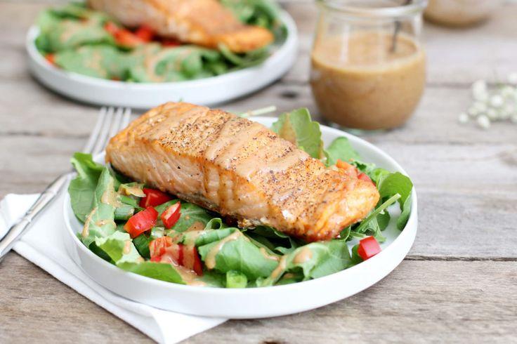 Při hubnutí, a i pokud milujete zdravé stravování, jsou pro vás velmi vhodné saláty ovocné i zeleninové. Pokrájená zelenina se v nich s různými kombinacemi jiných ingrediencí mění v opravdovou delikatesu. Dopřejte si salát, na který vám dnes přinášíme recept, k rychlému obědu. Je výživný, dokonale ochucený a velmi rychlý. Salát s pečeným lososem Jaký …