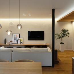 シンプルのなかの自然素材の部屋 リビング