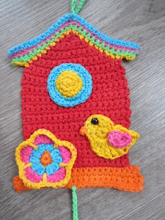 Bird pattern in Dutch. English pattern here http://damnitjanetletscrochet.blogspot.mx/2012/01/bird-applique.html