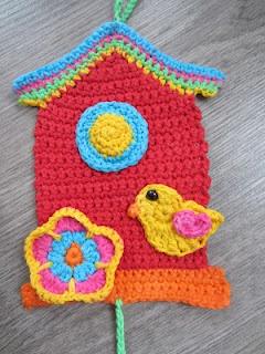 Bird pattern in Dutch. English pattern here http://damnitjanetletscrochet.blogspot.mx/2012/01/bird-applique.html