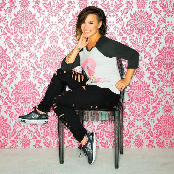 Encuentra en las tiendas Skechers las zapatillas que lleva nuestra embajadora Demi Lovato. Conoce las Women's Flex Appeal - Serengeti.