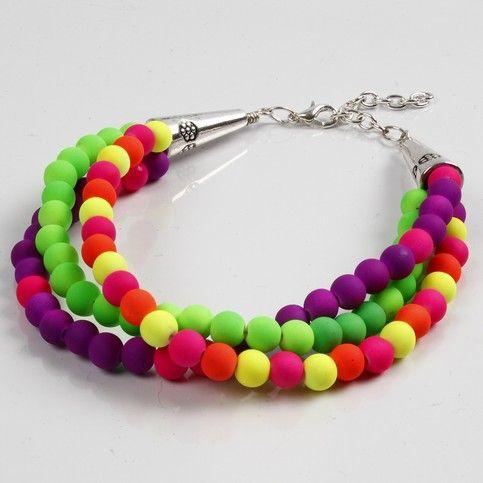 Armband med neonpärlor