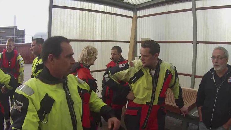 Een aantal vrijwilligers van KNRM Blaricum hebben een film gemaakt van een van de vele trainingen die de redders van de KNRM krijgen.   In dit geval gaat het om de training 'operationele vaardigheden' in samenwerking met de Koninklijke Marine.  Deze trainingen kunnen onze vrijwilligers volgen dankzij onze trouwe donateurs! Nog geen donateur? http://www.knrm.nl/steun-ons/