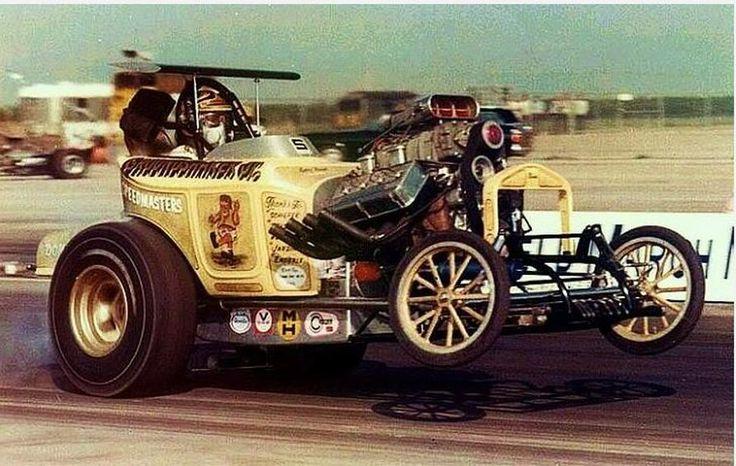 Altereds klass remembers drag racing cars