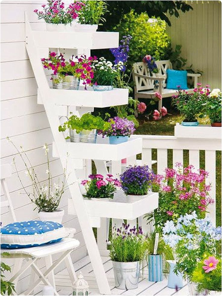 Je vous propose aujourd'hui de jolies idées pour balcon et terrace - Here are some pretty ideas for balcony and terrace.