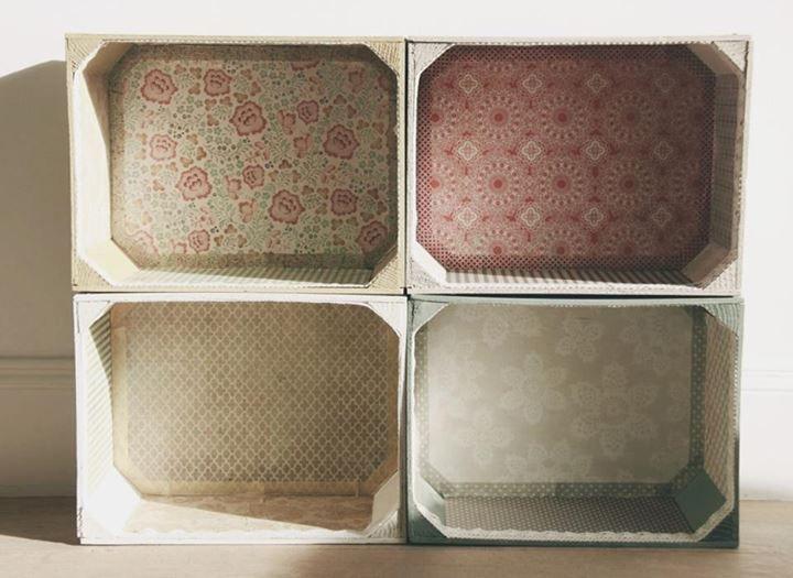 Se trata de unas estanter as que provienen de antiguas - Cajas de fruta recicladas ...