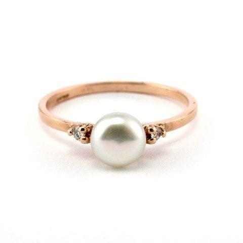 Rose goud verlovingsring, Avant-Garde Victoriaanse Pearl Ring, 14 K Rose Gold Ring, Diamond, Pearl Ring, Rose verlovingsring, klassiek, Pearl  Mooie parel en diamanten 14k of 18 K gouden ring, deze romantische ring kan een geweldig cadeau voor uw speciale vrouw in je leven, of een prachtig alternatief voor de gemeenschappelijke verlovingsring kan zijn. Het midden stuk is een natuurlijke en schitterende parel, aan elke kant van de gouden band een diamant die geeft dat extra vonk, en het maken…