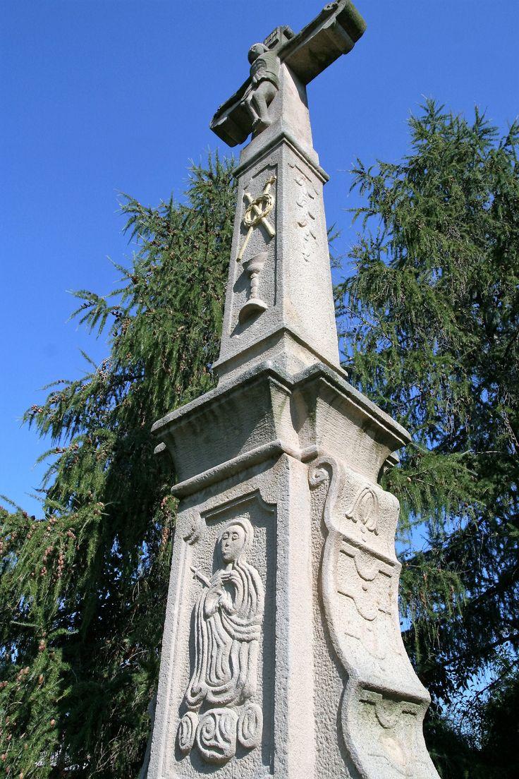 The wayside cross on Hložkova