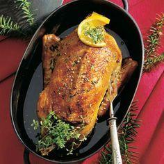 Backofen auf 180 °C vorheizen. Die Ente mit Salz und Pfeffer würzen. Einen Bräter mit Butterschmalz ausstreichen und die Ente mit der Brust nach...