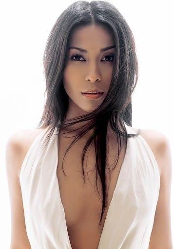 Anggun C Sasmi, singer