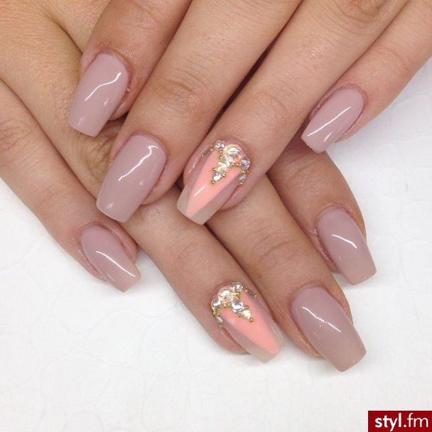 Cool mauve nails/with out the design
