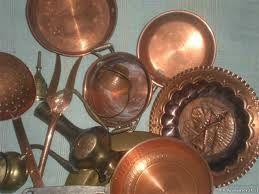 Breve guida per la pulizia periodica di pentole ed oggetti in rame  http://www.comepulire.it/2012/08/09/superfici-e-metalli/come-pulire-il-rame/