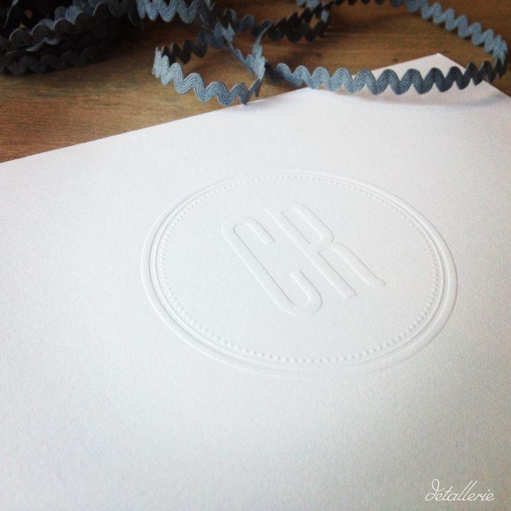 Grabado en seco. Invitaciones de boda. Invitaciones elegantes. Invitación blanca. Diseño gráfico. Wedding invitation. Elegant wedding. White invitation. Graphic design.