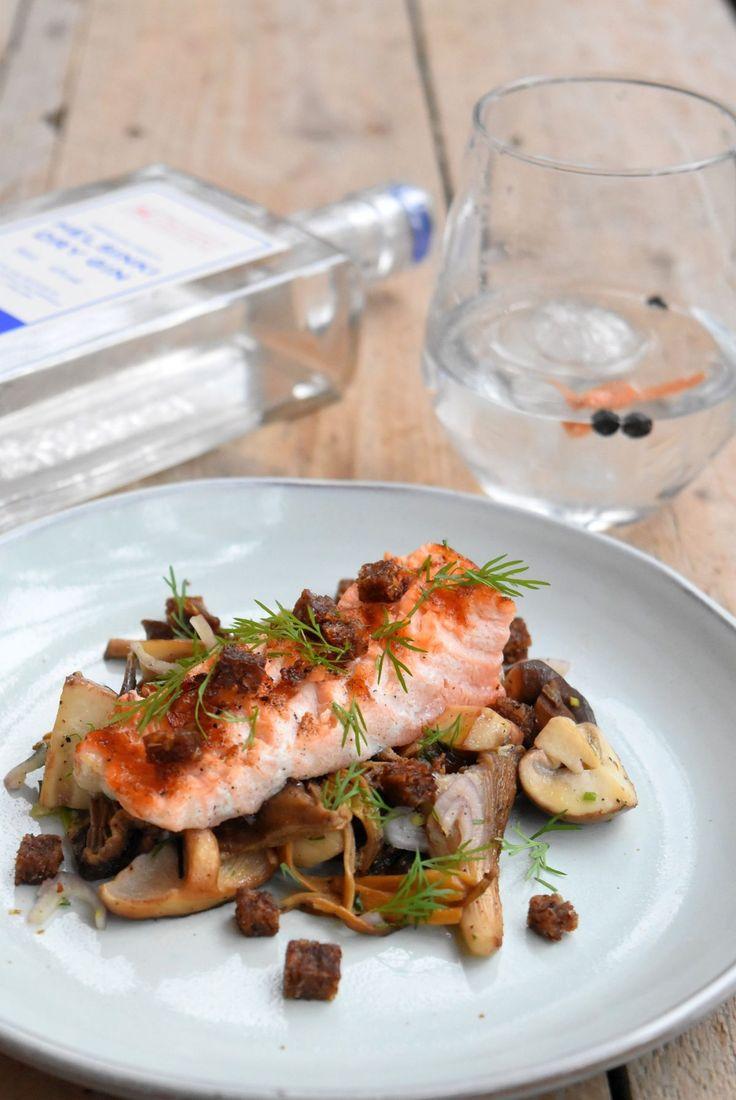Foodpairing: Voor deze pairing kijken we in de keuken van Finland. Zo komen we zalm heel erg veel tegen in Finse recepten. Ook grillen is één van de favoriete bereidingswijzen en dille is één van hun favoriete kruiden. Deze drie componenten gaan we combineren met de met de bosachtige twist van de gin.