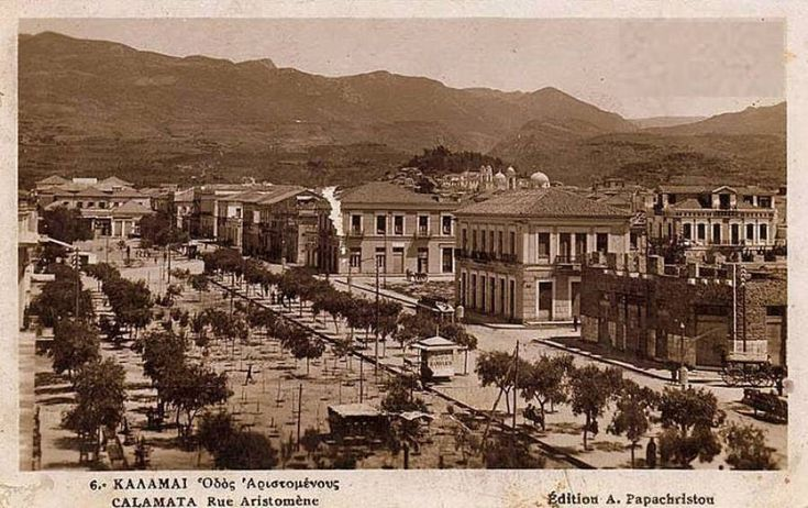 Η κεντρική πλατεία στις αρχές της δεκαετίας του 1930, όταν δεν είχε γίνει ακόμη η ανάπλαση με τα παρτέρια κ&