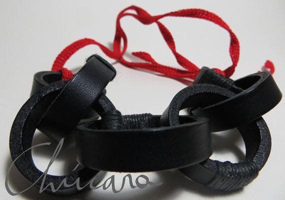 Black leather chain with crocheted red straps, by Chúcara