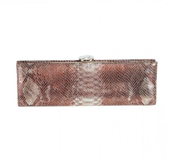 Clutch en piel de reptil en tonos rosados y con efecto nacarado. Bolsos de Mano Yolan Cris 2013.