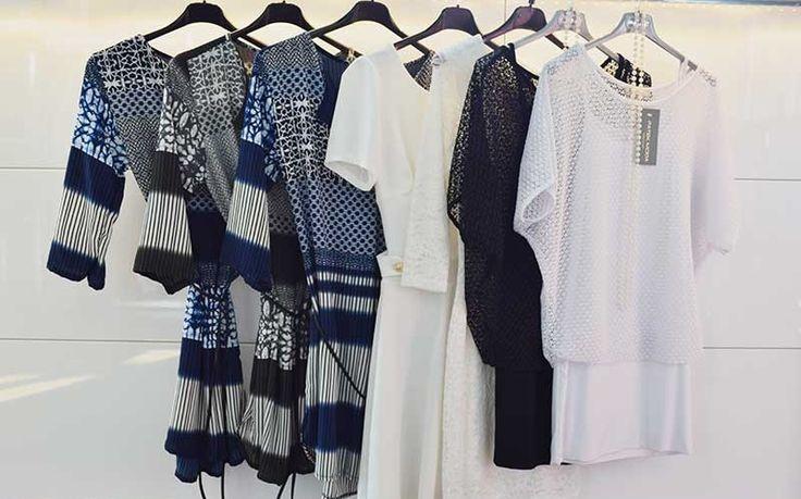 Lote de ropa de vestidos marineros de mujer Surtido: Vestidos, tops, camisas, blusas Cantidad 7 prendas, últimas piezas Made in Italy Contacten para ampliar información