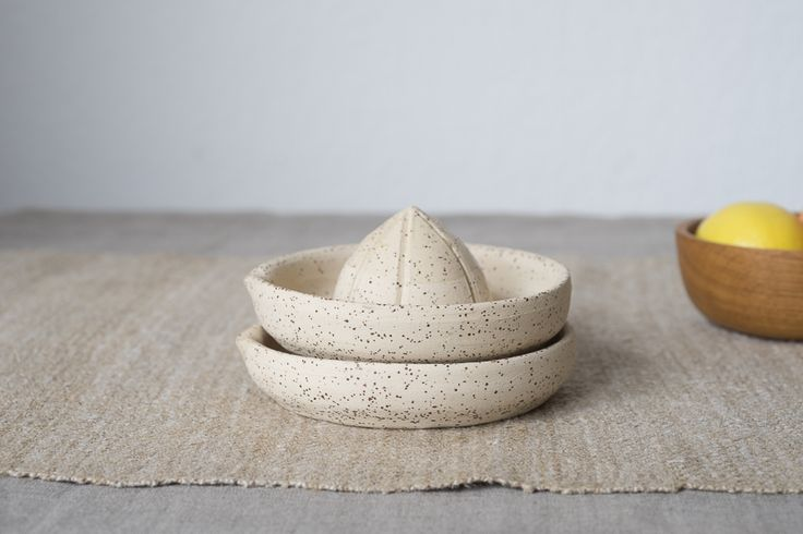 SUNTREE studio | stoneware juicer with spots