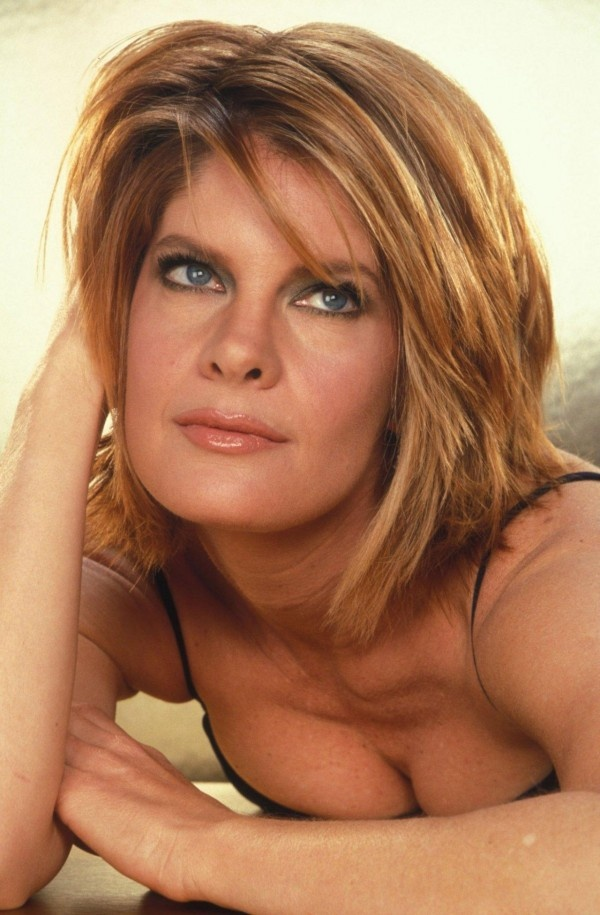 Michelle Stafford | love this hair color and cut