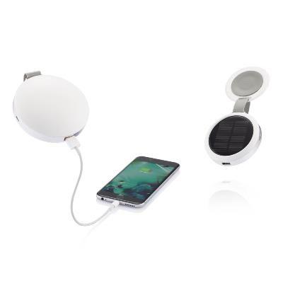 Incarcator solar 2200 mAh Notos. Incarcator solar #promotional de forma compacta, cu inel solid din aluminiu. Poate fi deschis si atasat de fereastra cu o simpla miscare pentru a capta energia solara necesara incarcarii bateriei dispozitivelor mobile. Acumulatorul solar are un design inregistrat si include cablu micro USB, pretandu-se pentru #personalizare cu #logo pentru a fi oferit #cadou angajatilor sau clientilor care sunt interesati de surse de energie regenerabile.