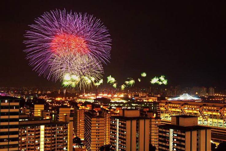 Fireworks on National Day, Singapore. Image by Singapore Tourist Board