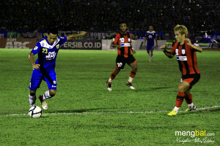 Persib vs Persipura : Shot by M. Ridwan from inside the box goes over the target.