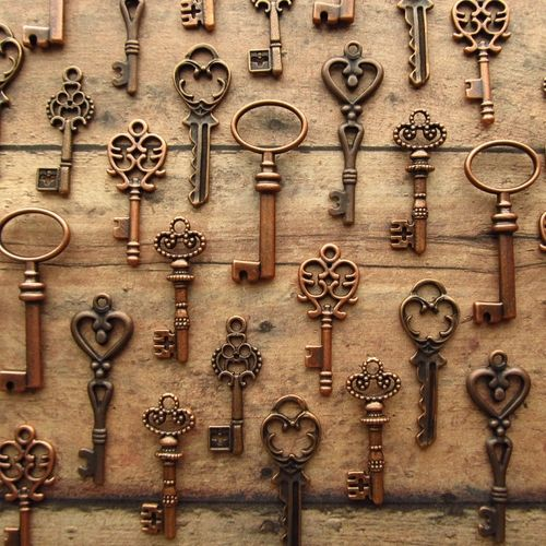 36 Skeleton Keys - Assortment in Copper, starts at $6. Would be super cute for the seating chart assignments, with a vintage looking tag.