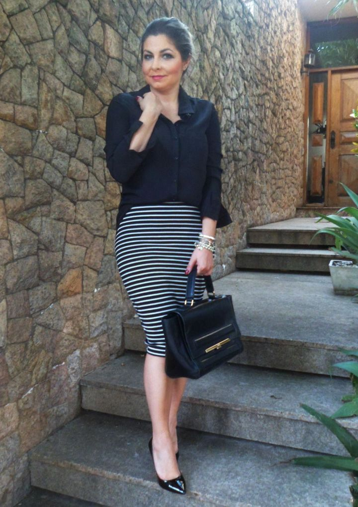 Look Work – Saia Midi Listrada e Camisa Preta