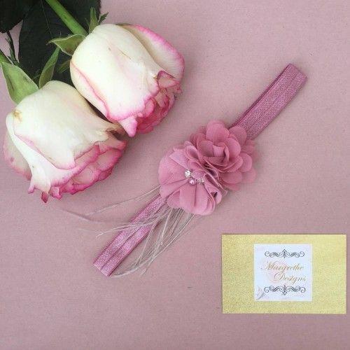 """""""Neya"""" Gammelrosa hårbånd med rosa blomster og grå fjer"""