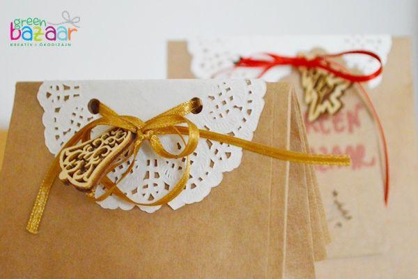 Kreatív ajándékcsomagolás: csipkepapírral díszített talpas papírzacskó
